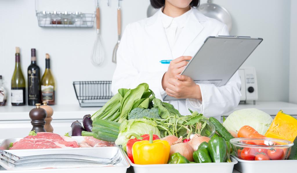 食材宅配の安全性をまとめる管理栄養士