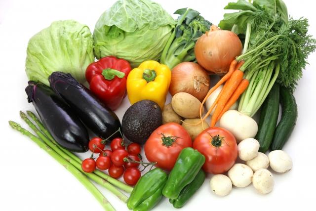 食材宅配とスーパーの野菜の違いのイメージ
