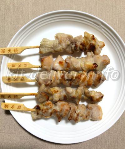 コープデリの焼き鳥を温めてお皿に並べたところ