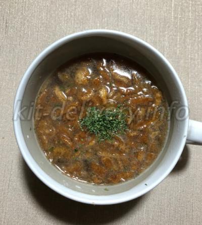 おうちコープのたまねぎスープにお湯を注いだところ